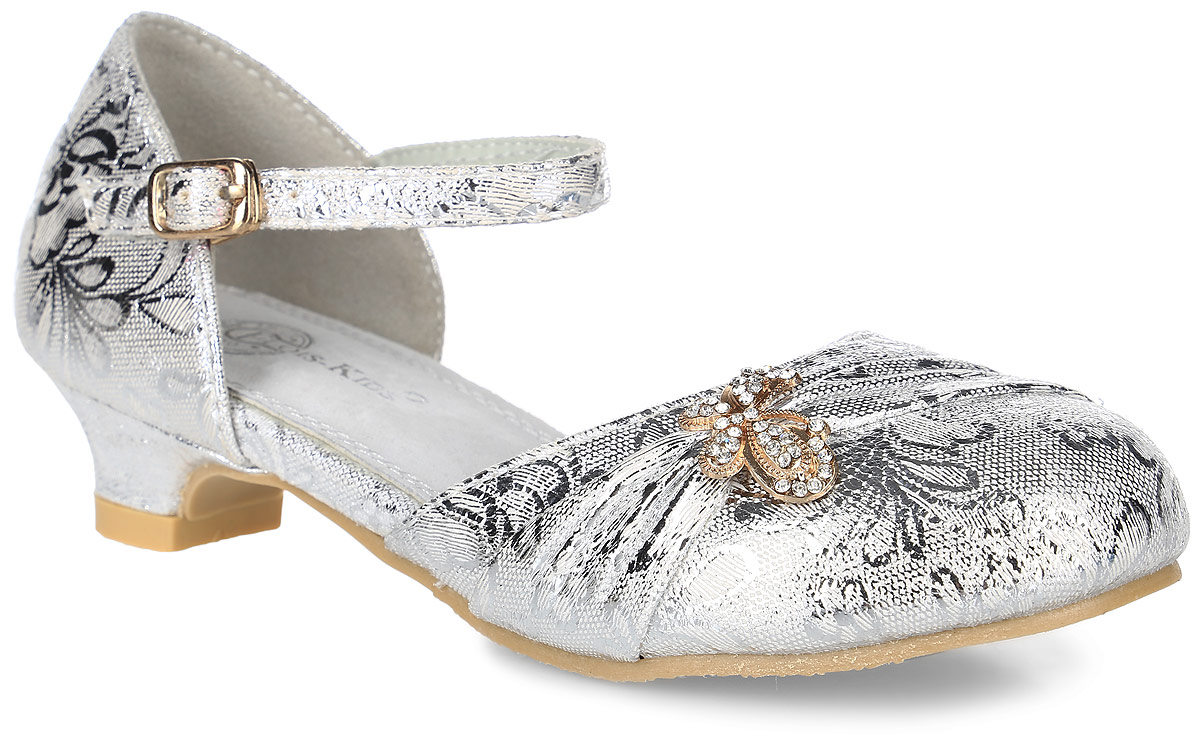 Туфли для девочки Flois Kids, цвет: серебристый. FL-NY01483. Размер 35FL-NY01483Прелестные туфли для девочки от Flois Kids, выполненные из искусственной кожи с блестящей поверхностью, оформлены цветочным принтом и металлическим элементом в виде бабочки, украшенной стразами. Ремешок с металлической пряжкой надежно зафиксирует модель на ноге. Внутренняя поверхность и стелька из натуральной кожи обеспечат комфорт. Небольшой каблук и подошва с рифлением гарантируют отличное сцепление с любой поверхностью.