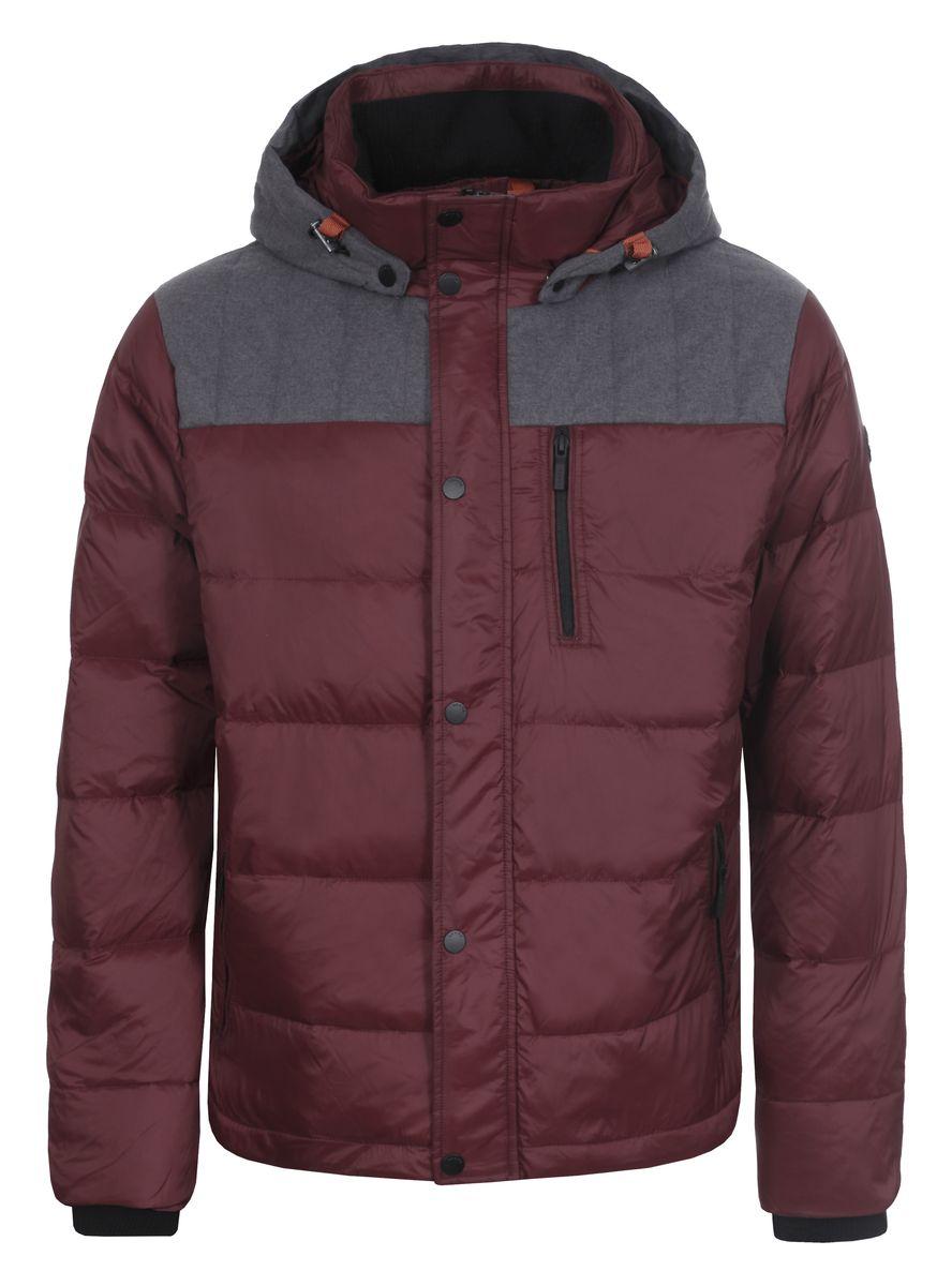 Куртка мужская Luhta Patric, цвет: бордовый. 636566386LV. Размер 48636566386LVМужская куртка Luhta Patric изготовлена из 100% полиэстера и полиамида. В качестве утеплителя используется пух с добавлением пера.Куртка с воротником-стойкой и съемным капюшоном застегивается на застежку-молнию, а также дополнительно имеет внутреннюю ветрозащитную планку на кнопках. Капюшон оснащен эластичными шнурками со стопперами и пристегивается к куртке с помощью кнопок. Рукава дополнены внутренними эластичными манжетами. Объем по низу регулируется с помощью эластичного шнурка со стоппером. Спереди имеются три прорезных кармана на застежках-молниях, с внутренней стороны накладной карман на кнопке. На левом рукаве расположена небольшая металлическая пластина с названиембренда.