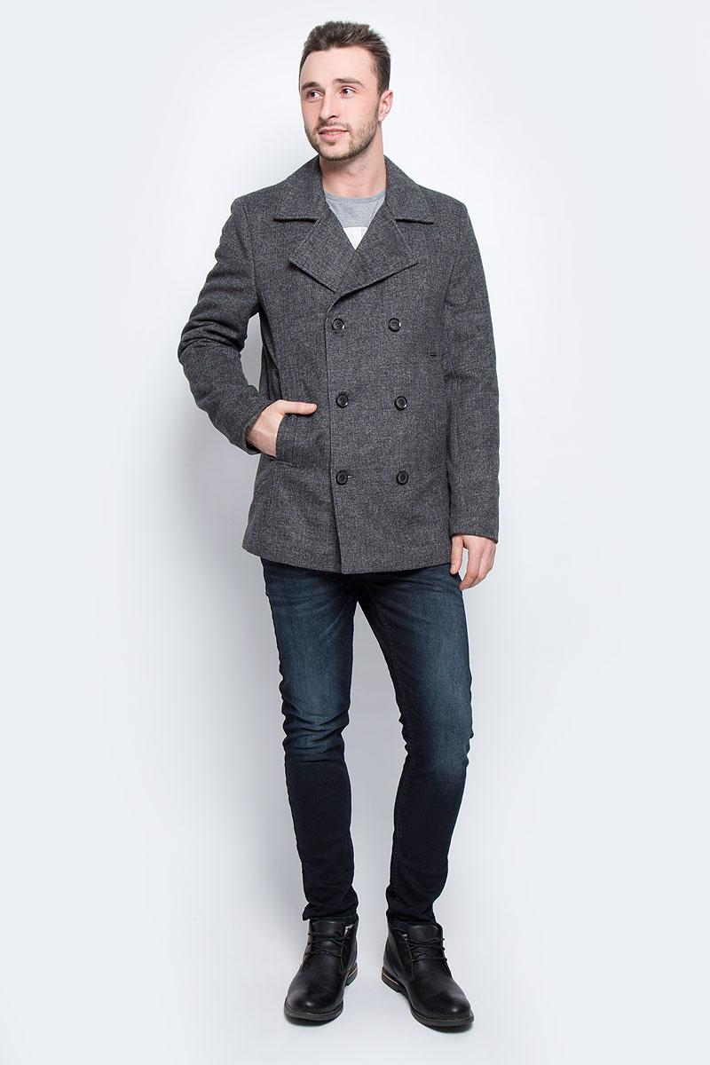 Пальто мужское Finn Flare, цвет: темно-серый. W16-22041_202. Размер XXL (54)W16-22041_202Мужское пальто Finn Flare с длинными рукавами и воротником с лацканами выполнено из шерсти с добавлением полиэстера и вискозы. Наполнитель - синтепон.Пальто застегивается на пуговицы спереди. Изделие дополнено двумя втачными карманами спереди и внутренним втачным карманом на пуговице.