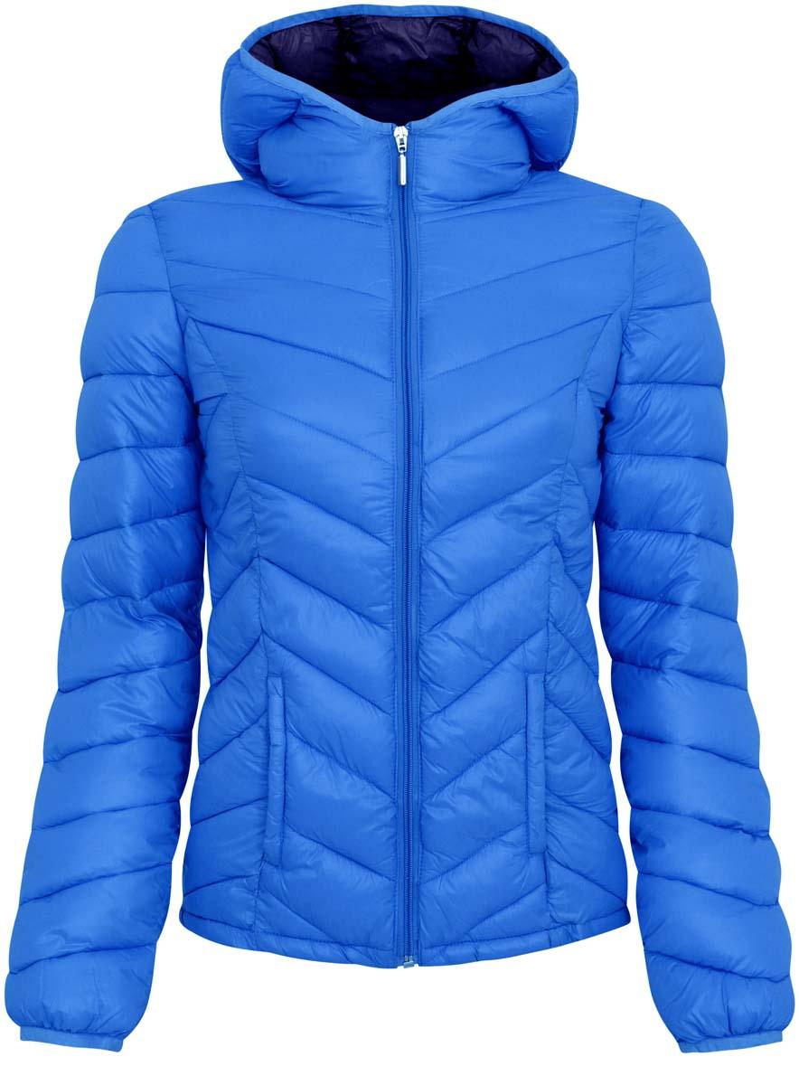 Куртка женская oodji Ultra, цвет: сине-голубой. 10203028-1/33445/7500N. Размер 38 (44-170)10203028-1/33445/7500NЖенская куртка oodji Ultra выполнена из 100% полиамида, в качестве подкладки также используется полиамид. Утеплитель - высококачественный полиэстер. Модель с несъемным капюшоном застегивается на застежку-молнию. Низ рукавов и край воротника дополнены эластичными бейками. Проймы рукавов дополнены небольшими отверстиями для дополнительной вентиляции. Спереди расположено два втачных кармана без застежки, а с внутренней стороны куртка оформлена двумя накладными кармашками.УВАЖАЕМЫЕ КЛИЕНТЫ! Обращаем ваше внимание на тот факт, что куртка маломерит на 4 размера: подходит для подростков.