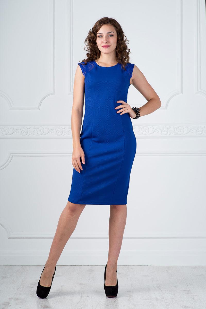Платье Lautus, цвет: ярко-синий. 878. Размер 46878Платье Lautus выполнено из полиэстера с добавлением вискозы и эластана. Платье миди с круглым вырезом горловины и короткими рукавами по низу дополнено небольшим разрезом. Модель оформлена кружевными вставками.