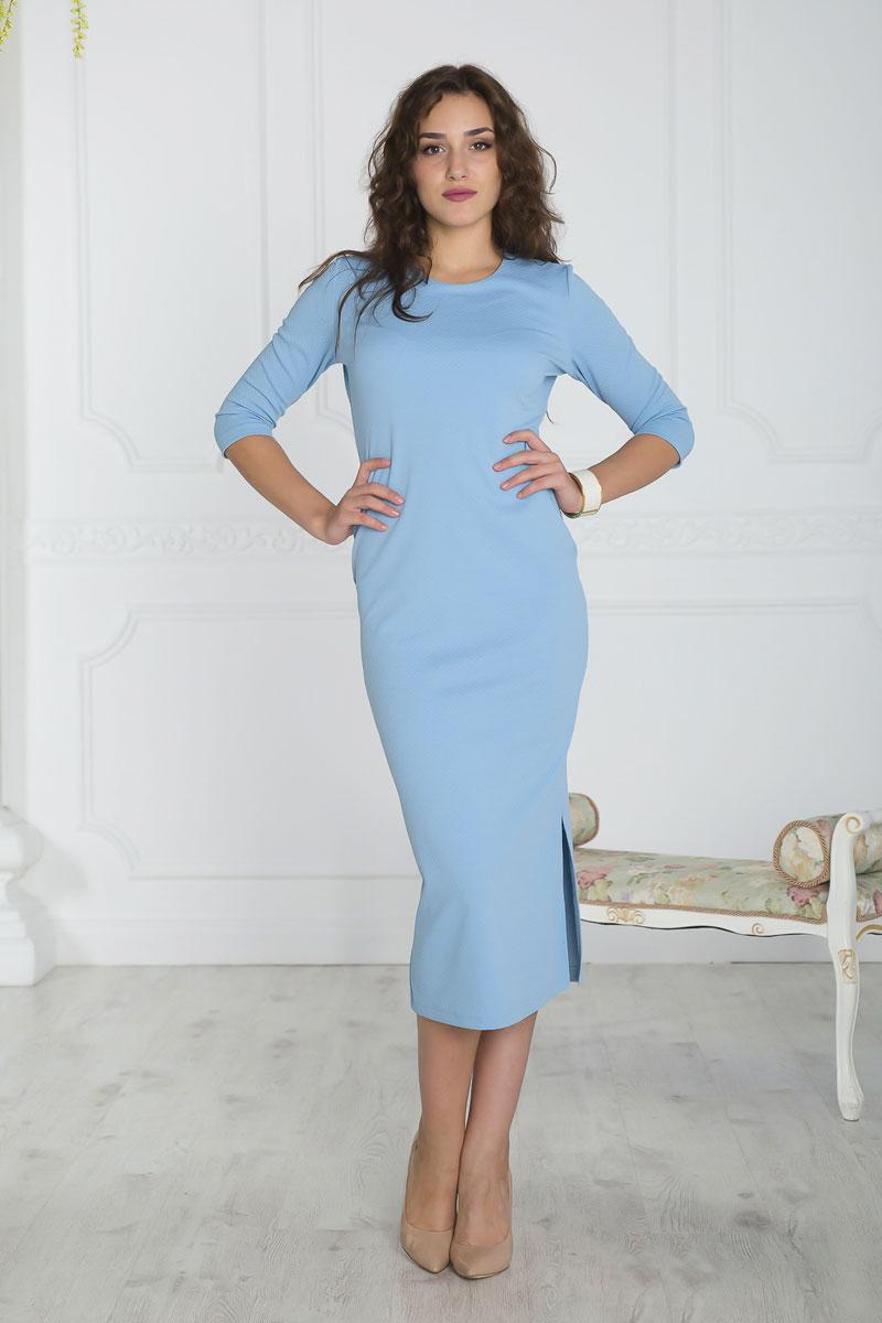 Платье Lautus, цвет: голубой. 861. Размер 50861Платье Lautus выполнено из полиэстера с добавлением вискозы и эластана. Платье-миди с круглым вырезом горловины и рукавами длинной 3/4. Модель дополнена разрезом расположенным в левом боковом шве.