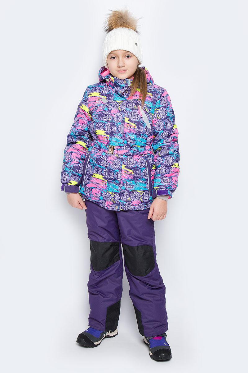 Комплект для девочки Oldos Active Софи: куртка, полукомбинезон, цвет: фиолетовый, розовый. 16/OA-1SU426-2. Размер 134, 9 лет16/OA-1SU426-2Яркий комплект для девочки Oldos Active Софи, состоящий из куртки и полукомбинезона, идеально подойдет для ребенка в холодную погоду. Комплект выполнен из водонепроницаемой и ветрозащитной ткани. Водо- и грязеотталкивающее покрытие Teflon повышает износостойкость модели, что обеспечивает ей хороший внешний вид на всем протяжении носки. В качестве наполнителя используется холлофан - легкий антиаллергенный материал, который обладает отличной терморегуляцией. Изделие легко стирается и быстро сохнет. Куртка с капюшоном и воротником-стойкой застегивается на пластиковую молнию с защитой подбородка. Модель оснащена двумя ветрозащитными планками, внешняя пристегивается на застежки-липучки и кнопки. Подкладка курточки (кроме рукавов) выполнена из теплого и мягкого флиса. Регулируемый капюшон, дополненный по краю эластичным шнурком со стопперами, пристегивается к куртке с помощью молнии и кнопок. Края рукавов присборены на резинки и дополнены хлястиками на липучках. На рукавах предусмотрены эластичные манжеты с отверстием для большого пальца. На талии у куртки имеются шлевки для ремня и эластичный поясок на металлической застежке, благодаря которому она плотно прилегает к телу. С внутренней стороны куртки имеется противоснежная юбка с застежками-кнопками, дополненная эластичной вставкой с прорезиненными полосками. По краю куртки предусмотрена скрытая резинка со стопперами.Спереди модель дополнена тремя прорезными карманами на застежках-молниях, один из которых расположен на груди, с внутренней стороны расположен карман на липучке. Полукомбинезон застегивается на молнию и кнопку. Подкладка полукомбинезона выполнена изгладкой ткани. Изделие дополнено эластичными наплечными лямками, регулируемыми по длине. На талии полукомбинезона предусмотрена широкая эластичная резинка, которая позволяет надежно заправить в него водолазку или свитер. Спереди