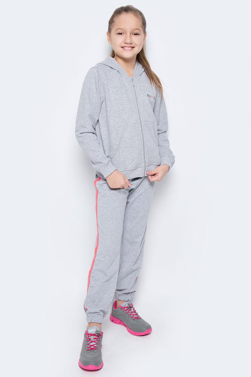 Спортивный костюм для девочки Pastilla Чемпионка, цвет: серый меланж. 6449. Размер 1166449Костюм состоит из кофты и брюк, изготовленных из хлопка с добавлением полиэстера, благодаря чему они не сковывают движения ребенка и позволяют коже дышать. Кофта с капюшоном на застежке-молнии спереди дополнена двумя накладными карманами и оформлена надписью School. Брюки дополнены широкой резинкой и утягивающим шнурком на талии. Оформлены контрастными лампасами. Низ брючин дополнен эластичными резинками.