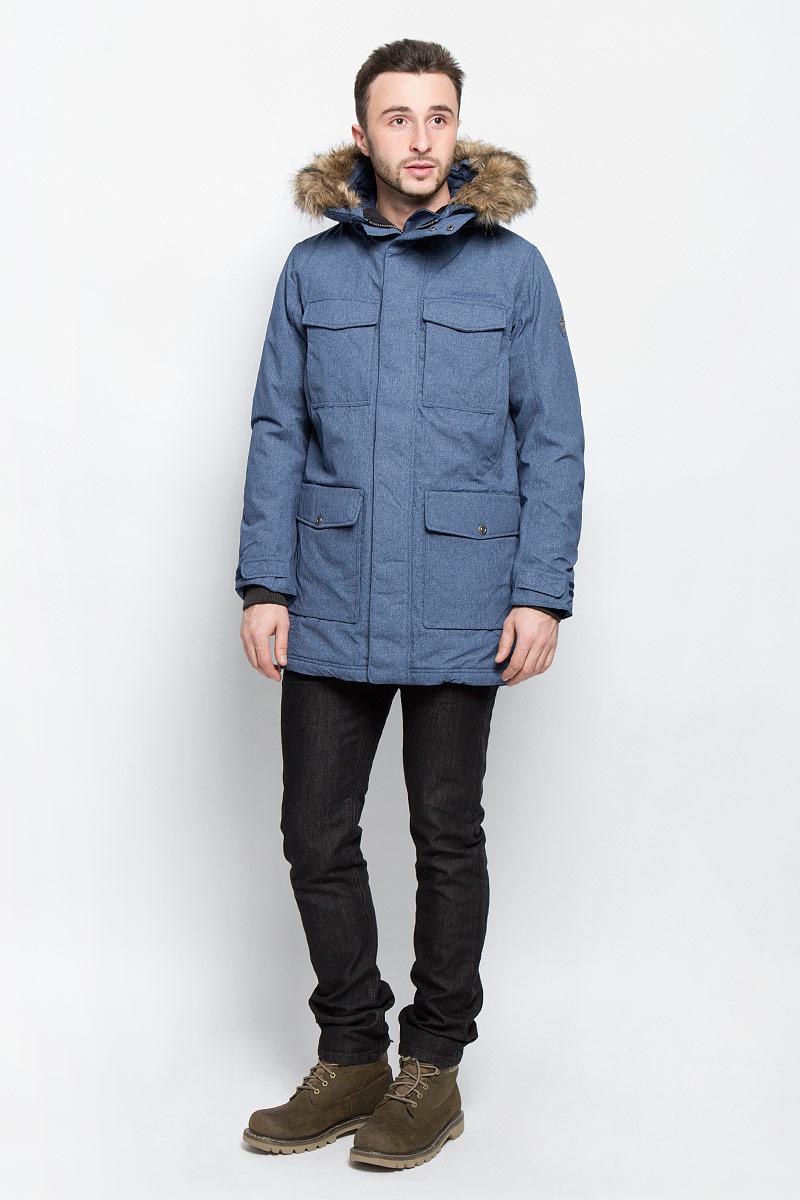 Куртка мужская Didriksons1913 Dana, цвет: серо-синий. 500974_769. Размер M (48)500974_769Модная мужская куртка Didriksons1913 Dana изготовлена из ветронепроницаемой дышащей ткани - высококачественного полиамида с утеплителем из 100% полиэстера. Технология Storm System обеспечивает 100% водонепроницаемость и защиту от любых погодных условий. Швы проклеены. Подкладка выполнена из полиамида.Модель с несъемным капюшоном застегивается на пластиковую молнию и дополнительно на двойной ветрозащитный клапан с кнопками. Капюшон, оформленный съемным искусственным мехом, регулируется с помощью эластичных шнурков со стопперами. Спереди изделие дополнено двумя накладными карманами, закрывающимися на клапаны с кнопками, на груди - двумя накладными карманами с клапанами на кнопках и двумя прорезными карманами с застежками-молниями, с внутренней стороны - двумя накладными карманами. Под клапанами расположены прорезной карман на застежке-молнии для плеера и отверстие для наушников. Манжеты рукавов дополнены трикотажными напульсниками с отверстиями для больших пальцев. Ширина рукавов регулируются с помощью хлястиков с липучками. Нижняя часть изделия и талия с внутренней стороны регулируются за счет эластичных шнурков со стопперами.