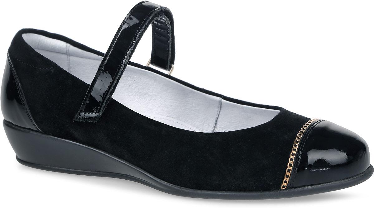 Туфли для девочки Kapika, цвет: черный. 24382-1. Размер 3524382-1Туфли Kapika выполнены из натуральной замши и дополнены элементами с лаковым покрытием. Модель оформлена декоративной цепочкой. Ремешок с застежкой-липучкой надежно зафиксирует модель на ноге. Внутренняя поверхность и стелька выполнены из натуральной мягкой кожи, комфортной при движении.Подошва изготовлена из прочного ТЭП-материала и дополнена небольшой танкеткой. Также подошва дополнена протектором, который гарантирует отличное сцепление с любой поверхностью.