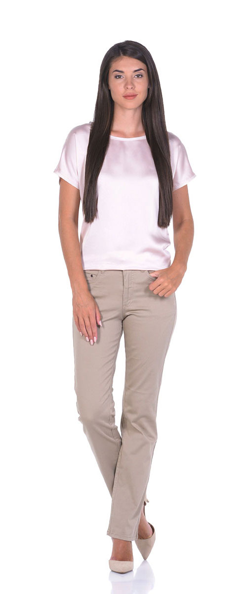 Брюки женские Montana, цвет: бежевый. 10779. Размер 31-33,5 (48/50-33,5)10779_SandСтильные женские брюки прямого кроя выполнены из эластичного хлопка. Модель застегивается на пуговицу и ширинку на застежке-молнии, имеются шлевки для ремня. Спереди брюки дополнены двумя прорезными карманами и одним маленьким накладным карманом, сзади двумя накладными карманами.