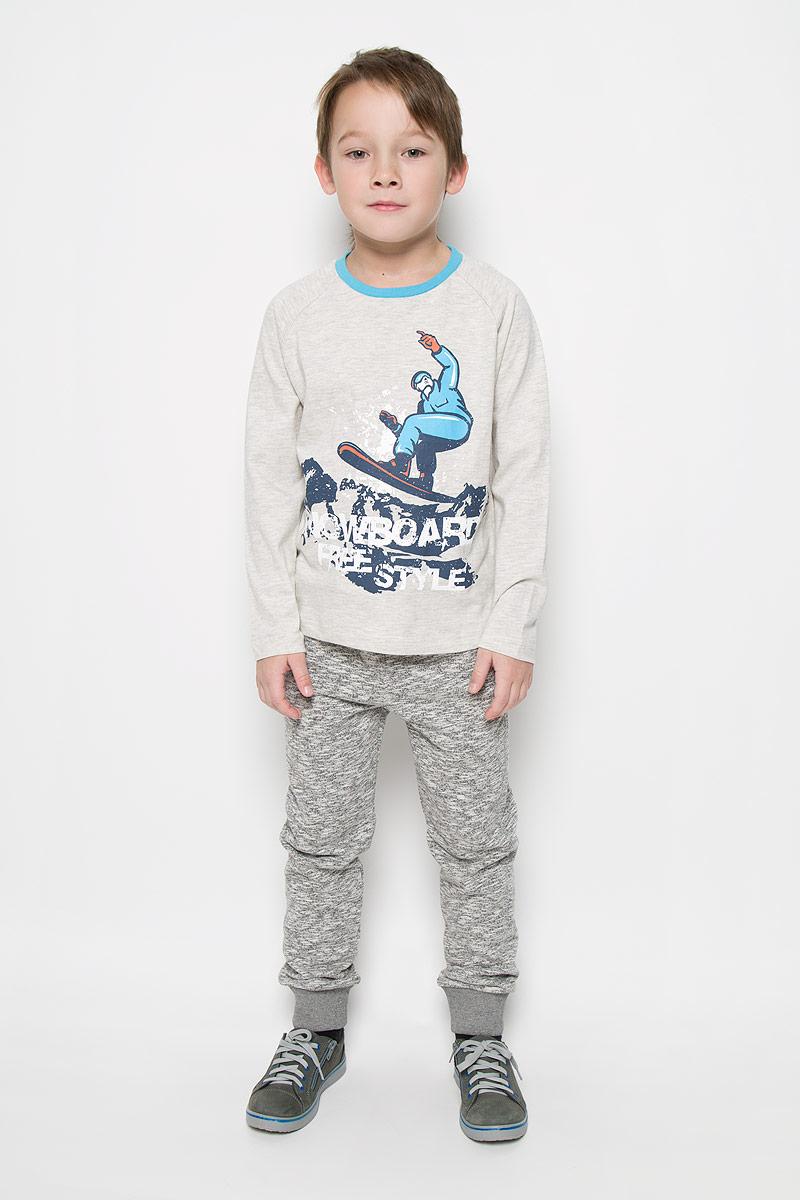 Лонгслив для мальчика Sela, цвет: молочный, серый. T-811/1041-6415. Размер 134, 9 летT-811/1041-6415Лонгслив для мальчика Sela с круглым вырезом горловины и длинными рукавами-реглан изготовлен из хлопка с добавлением полиэстера. Лонгслив оформлен крупным принтом спереди с изображением сноубордиста и надписью Snowboard Freestyle. Вырез горловины отделан контрастной бейкой.