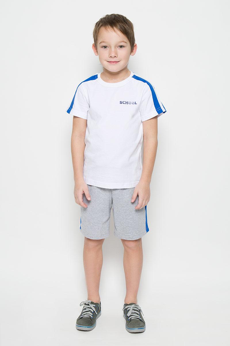 Спортивный костюм для мальчика Pastilla Атлетика, цвет: белый, серый меланж. 6457. Размер 1646457Спортивный костюм для мальчика, состоящий из футболки и шорт, станет отличным дополнением к детскому гардеробу. Футболка выполнена из натурального хлопка, шорты из хлопка с добавлением полиэстера. Футболка классического кроя с короткими рукавами и круглым вырезом горловины. Шорты прямого покроя благодаря мягкому эластичному поясу, регулируемому шнурком, не сдавливают животик малыша и не сползают, обеспечивая ему наибольший комфорт.