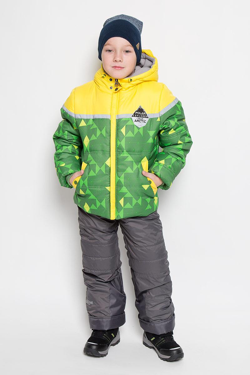 Комплект для мальчика Boom!: куртка, полукомбинезон, цвет: зеленый, желтый, черный. 64362_BOB_вар.2. Размер 86, 1,5-2 года64362_BOB_вар.2Яркий комплект для мальчика Boom!, состоящий из куртки и полукомбинезона, идеально подойдет вашему ребенку в холодную погоду. Комплект, изготовленный из водоотталкивающей и ветрозащитной ткани, утеплен синтепоном. В качестве подкладки используется полиэстер с добавлением вискозы. Куртка с капюшоном застегивается на пластиковую молнию. Капюшон не отстегивается и регулируется скрытой резинкой с стопперами.Манжеты рукавов отделаны эластичной широкой резинкой, которая мягко обхватывает запястья, не позволяя просачиваться холодному воздуху. По бокам куртка дополнена двумя прорезными кармашками на кнопках. Внизу изделие дополнено ветрозащитной вставкой от ветра и снега, застегивается на кнопку. Оформлена модель ярким принтом и украшена небольшой нашивкой на груди. Полукомбинезон застегивается на застежку-молнию. Модель оснащена эластичными наплечными лямками, регулируемыми по длине. Лямки пристегиваются при помощи застежек-липучек. На талии предусмотрена широкая эластичная резинка, которая позволяет надежно заправить водолазку или свитер. По бокам полукомбинезон дополнен двумя прорезными кармашками. Длину модели можно регулировать при помощи отворотов. Снизу брючин предусмотрены внутренние манжеты с прорезиненными полосками.Изделие дополнено светоотражающими элементами для безопасности ребенка в темное время суток.Комфортный, удобный и практичный комплект отлично подойдет для прогулок и игр на свежем воздухе!