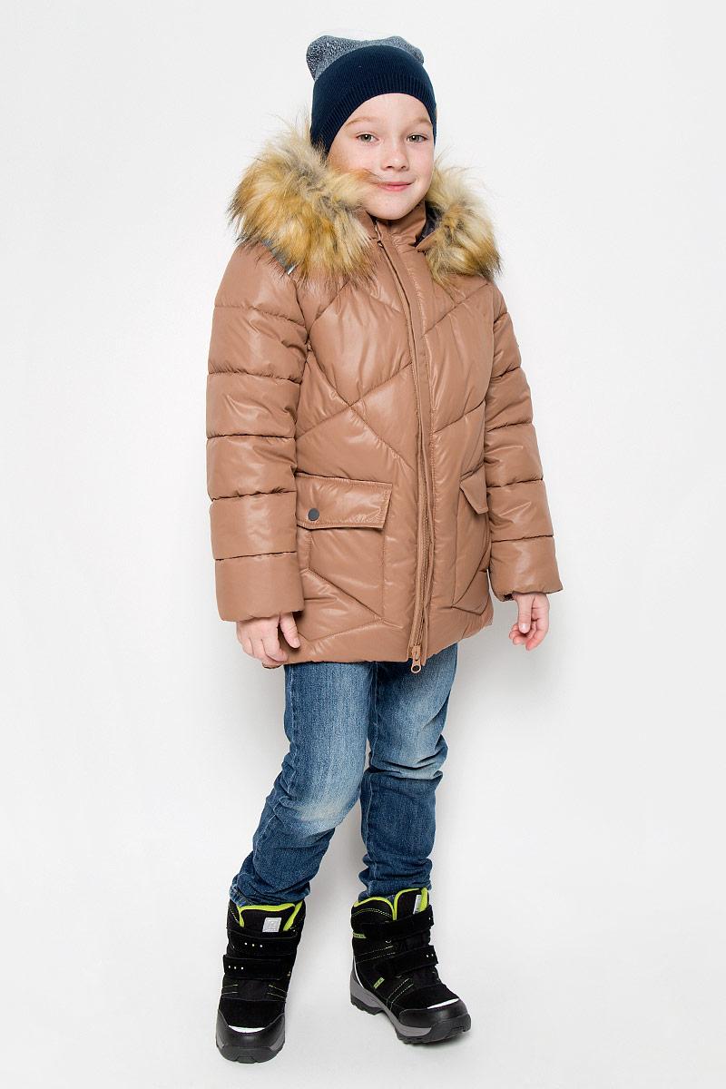 Куртка для мальчика Boom!, цвет: кофе с молоком. 64366_BOB_вар.2. Размер 128, 7-8 лет64366_BOB_вар.2Модная куртка Boom! согреет вашего мальчика в холодное время года. Куртка изготовлена из 100% полиэстера, мягкая подкладка - из флиса. В качестве утеплителя используется инновационный утеплитель Flexy Fiber, который надежно сохраняет тепло, обеспечивает циркуляцию воздуха и не задерживает влагу. Куртка с воротником-стойкой и съемным капюшоном застегивается на застежку-молнию с защитой подбородка. Капюшон, оформленный съемным искусственным мехом, крепится к куртке с помощью застежки-молнии. Изделие дополнено спереди двумя прорезными карманами, оформленными декоративными клапанами на кнопках. Манжеты рукавов дополнены трикотажными напульсниками, которые защитят от проникновения ветра и снега. Светоотражающие элементы увеличивают безопасность вашего ребенка с темное время суток. Нижняя часть модели с внутренней стороны оснащена эластичным шнурком со стопперами.