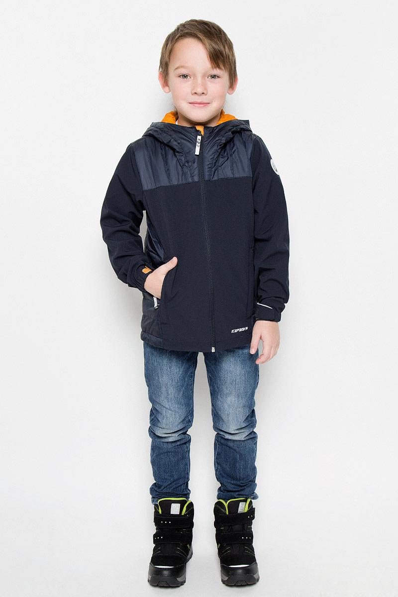 Куртка для мальчика Icepeak Reeves Jr, цвет: темно-синий. 651805682IV. Размер 140651805682IVКуртка, изготовленная из водоотталкивающей и ветрозащитной ткани. В качестве подкладки используется полиамид, на рукавах полиэстер. Капюшон и бока изделия утеплены тонким слоем синтепона.Куртка с капюшоном застегивается на молнию. Капюшон не отстегивается. Манжеты дополнены хлястиками на липучках.Куртка дополнена двумя врезными карманами на застежках-молниях.Изделие дополнено светоотражающим элементом для безопасности ребенка в темное время суток.