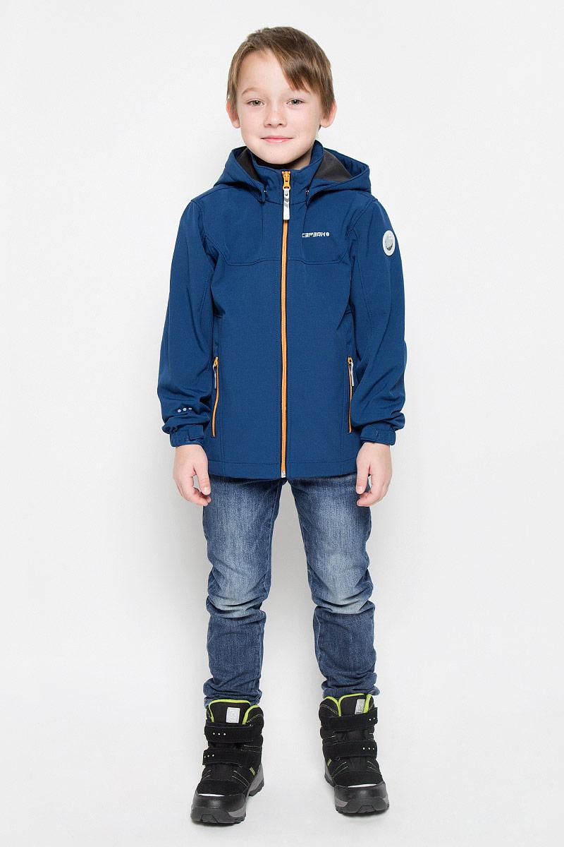 Куртка для мальчика Icepeak Remi Jr, цвет: синий. 651817682IV. Размер 116651817682IVКуртка, изготовленная из водоотталкивающей и ветрозащитной ткани. В качестве подкладки используется полиэстер. Куртка с воротником-стойкой и капюшоном застегивается на молнию. Капюшон пристегивается при помощи кнопок. Манжеты рукавов дополнены хлястиками на липучках.Куртка дополнена двумя врезными карманами на застежках-молниях.Изделие дополнено светоотражающим элементом для безопасности ребенка в темное время суток.