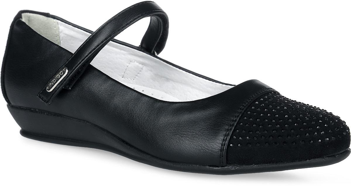 Туфли для девочки Indigo kids, цвет: черный. 32-241A/12. Размер 3232-241A/12Туфли для девочки от Indigo Kids выполнены из искусственной кожи, задник и носок оформлены вставкой из искусственной замши, декорированной стразами. Модель на застежке-липучке. Подкладка изготовлена из натуральной кожи, кожаная стелька дополнена супинатором с перфорацией. Подошва из полимерного термопластичного материала оснащена рифлением.