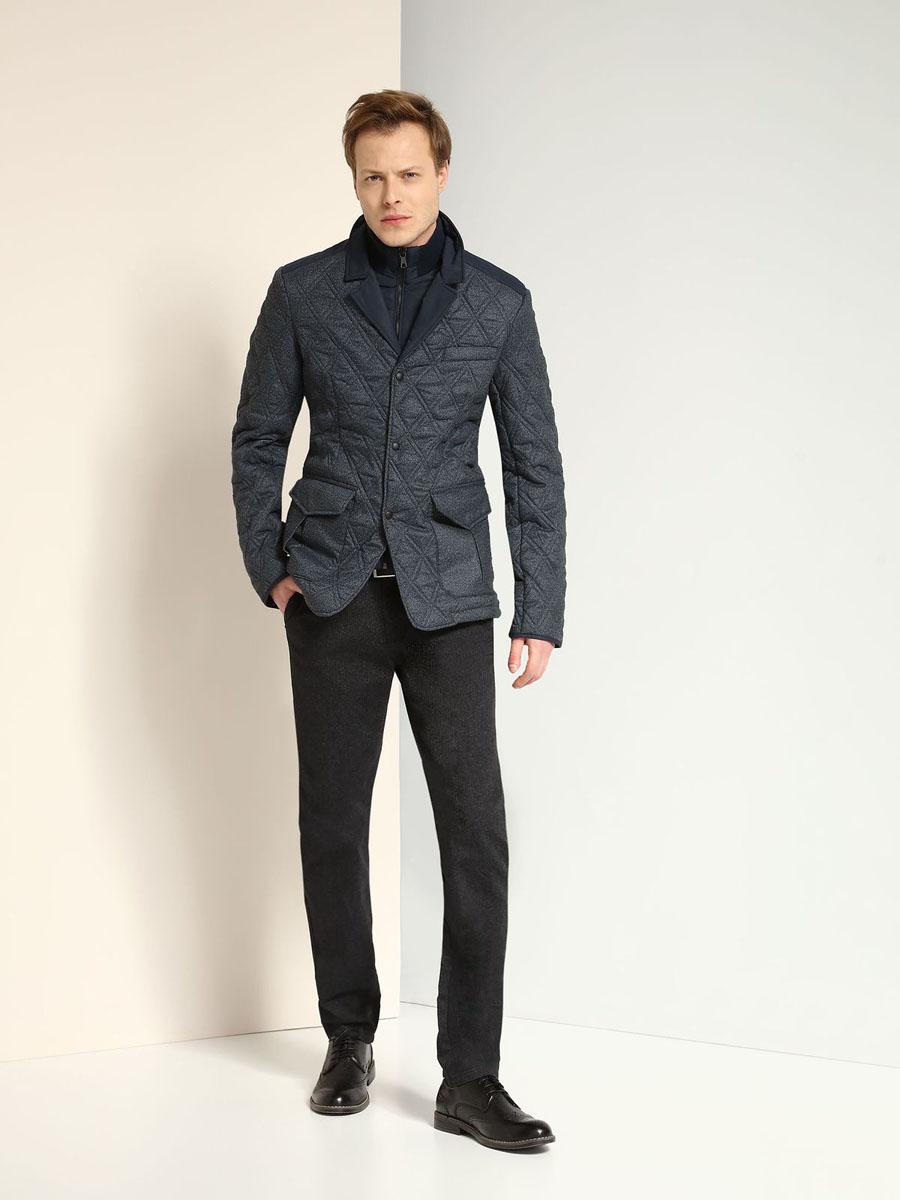 Куртка мужская Top Secret, цвет: темно-серый, темно-синий. SKU0720GR. Размер XL (52)SKU0720GRМужская куртка Top Secret выполнена из 100% полиэстера и дополнена теплой подкладкой из полиэстера. Модель оформлена эффектом 2 в 1. Внутренняя часть изделия имеет воротник-стойку, а внешняя - отложной воротник с лацканами. Изделие застегивается на застежку-молнию и дополнительно на кнопки. Низ рукавов дополнен разрезами на кнопках. Спереди расположено два накладных кармана с клапанами на кнопках и небольшой прорезной карман, а с внутренней стороны - небольшой прорезной карман. Спинка оформлена двумя шлицами на кнопках.