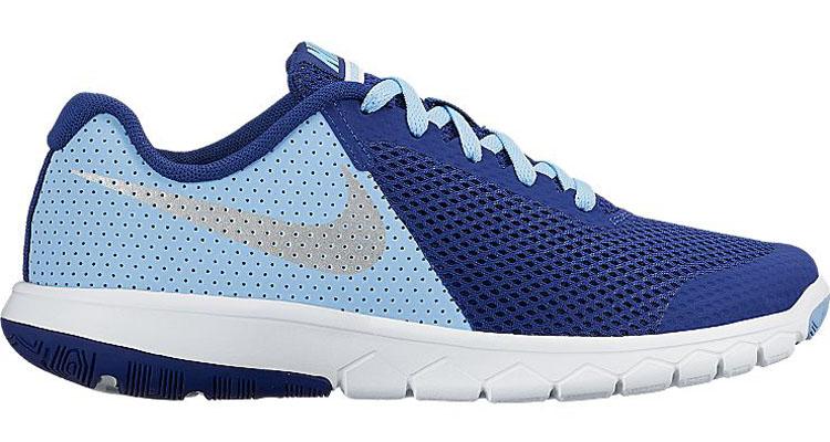 Кроссовки детские Nike Flex Experience 5, цвет: темно-синий, голубой. 844991-400. Размер 4,5 (36)844991-400Стильные детские кроссовки Flex Experience 5 от Nike выполнены из дышащего сетчатого материала и натуральной кожи, оформленной перфорацией, и дополнены бесшовными накладками. Внутренняя поверхность и стелька из текстиля комфортны при движении. Шнуровка надежно зафиксирует модель на ноге. Промежуточная подошва обеспечивает дополнительную амортизацию. Подошва с особым протектором гарантирует надежное сцепление с твердой поверхностью.