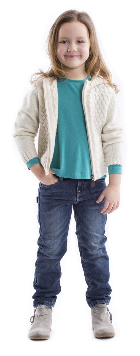 Футболка с длинным рукавом для девочки Gulliver, цвет: бирюзовый. 21602GMC1202. Размер 9821602GMC1202Детские футболки - основа повседневного гардероба! Удобные и красивые, стильные трикотажные футболки способны добавить образу изюминку, а также подарить комфорт и свободу движений. Если вы хотите приобрести модную и удобную вещь на каждый день, вам стоит купить футболку с длинным рукавом. Она выглядит просто и лаконично, при этом не лишена индивидуальности. Трапециевидный силуэт, отрезная кокетка на спинке, позволяющая создать легкую сборку, делают футболку женственной и интересной. В оформлении футболки деликатная кожаная нашивка.