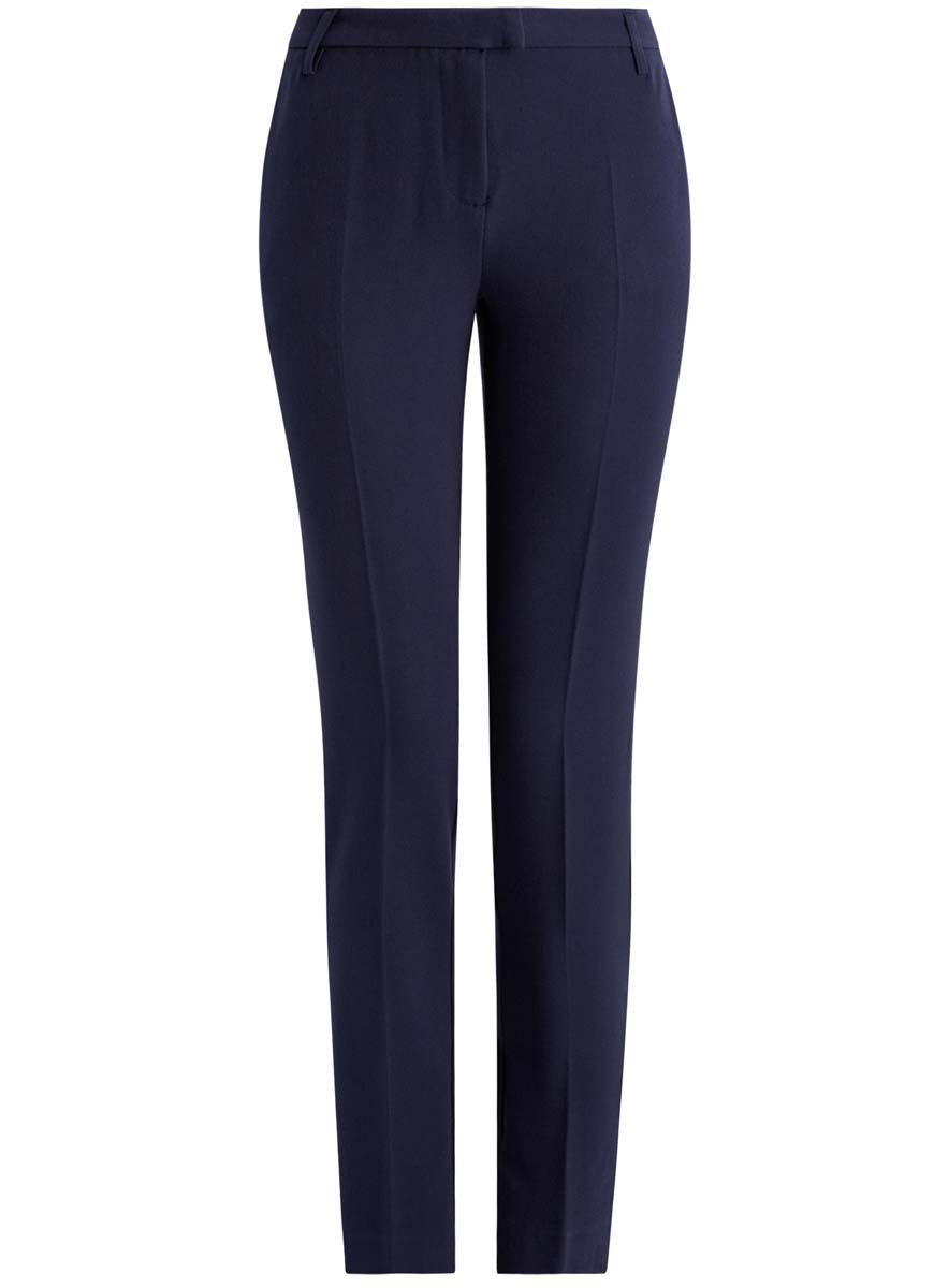 Брюки женские oodji Collection, цвет: темно-синий. 21703087-2/22434/7900N. Размер 36 (42-170)21703087-2/22434/7900NСтильные женские брюки oodji Collection изготовлены из качественного комбинированного материала. Модель-слим со стандартной посадкой выполнена в лаконичном стиле. Застегиваются брюки на застежку-молнию, потайную пуговицу и металлический крючок, а также дополнены в поясе шлевками для ремня. Спереди изделие оформлено двумя втачными карманами, а сзади двумя карманами-обманками.