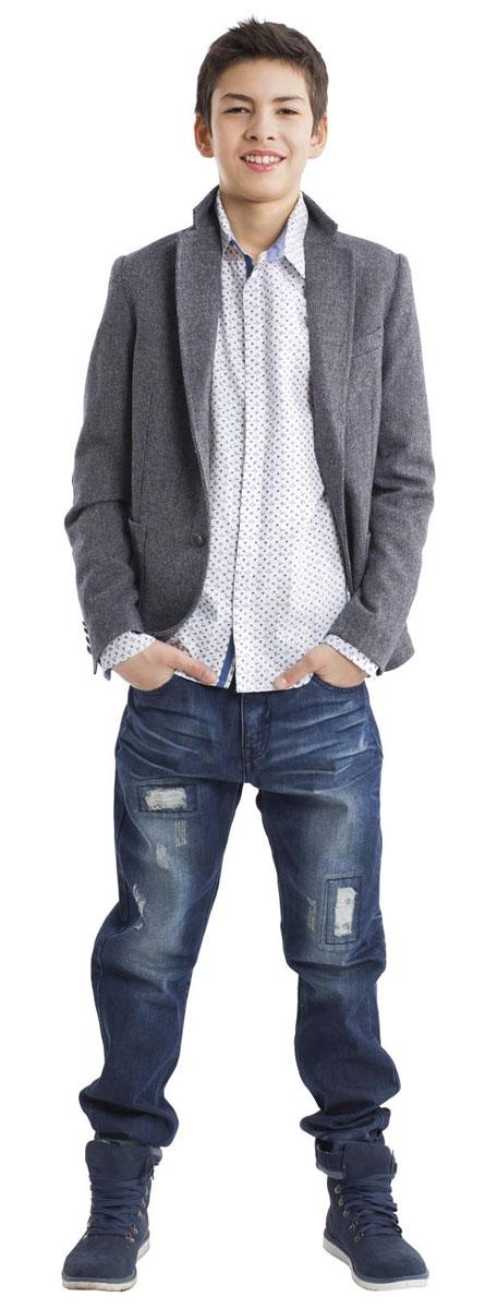 Рубашка для мальчика Gulliver, цвет: белый, орнамент. 21611BTC2301. Размер 15821611BTC2301Модная белая рубашка с мелким рисунком для мальчика-подростка сделает образ ребенка свежим и необычным! Чуть приталенный силуэт, отделка внутренней планки, стойки и манжет контрастной тканью, стильные налокотники делают рубашку очень привлекательной и яркой! Если вы хотите купить стильную оригинальную рубашку из 100% хлопка, эта модель- достойный выбор!