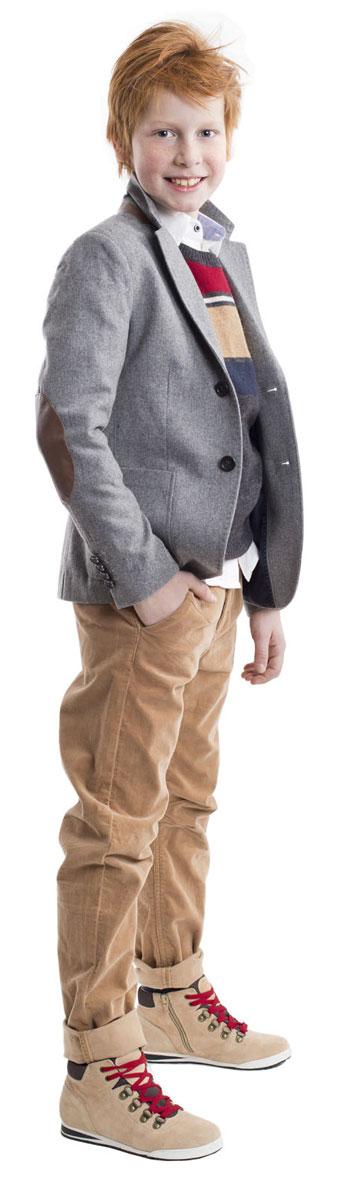 Брюки для мальчика Gulliver, цвет: бежевый. 21607BKC6302. Размер 14021607BKC6302Вельветовые брюки - хит сезона! Выполненные из мягкого хлопка с эластаном, брюки идеально садятся на любую фигуру, обеспечивая комфорт в повседневной носке. Бежевые брюки для мальчика - изделие из разряда Must Have! Они выглядят элегантно и соответствуют самым актуальным трендам сезона. Если вы решили купить стильные брюки на каждый день, обратите внимание на эту модель! Они прекрасно гармонируют с любым верхом, создавая красивый благородный образ.