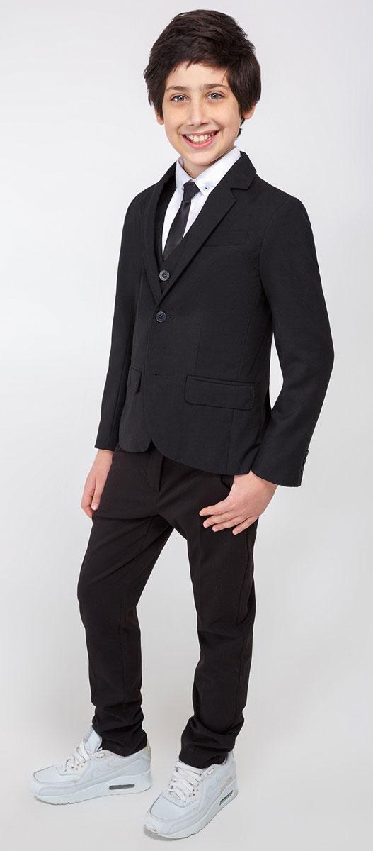 Пиджак для мальчика Acoola Herts, цвет: черный. 20110130052_100. Размер 15220110130052_100Пиджак для мальчика Acoola Herts изготовлен из высококачественного материала. Модель с воротником с лацканами и длинными рукавами застегивается на две пуговицы. Манжеты рукавов дополнены декоративными пуговицами. Пиджак имеет два кармана и нагрудный кармашек.