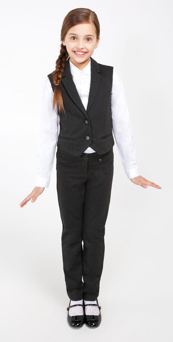 Брюки для девочки Acoola Messer1_ind, цвет: темно-серый. 20240160005_2000. Размер 15220240160005_2000Удобные брюки для девочки Acoola Messer1_ind идеально подойдут вашей маленькой моднице. Изготовлены из высококачественного материала. Брюки застегиваются на пуговицу в поясе и ширинку на застежке-молнии. Объем пояса регулируется при помощи эластичной резинки с пуговицами изнутри. Модель сзади дополнена двумя накладными карманами.
