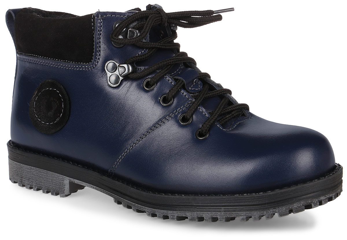 Ботинки для мальчика Зебра, цвет: темно-синий. 11408-5. Размер 361140Модные ботинки от Зебра изготовлены из натуральной кожи. На ноге модель фиксируется с помощью удобной боковой молнии и шнуровки. Ярлычок на заднике облегчает надевание обуви. Мягкий манжет из текстиля создает комфорт при ходьбе и предотвращает натирание. Подкладка и стелька выполнены из натурального меха. Подошва, изготовленная из прочного и легкого ТЭП-материала, дополнена небольшим каблуком. Рифленая поверхность подошвы гарантирует отличное сцепление с любой поверхностью.