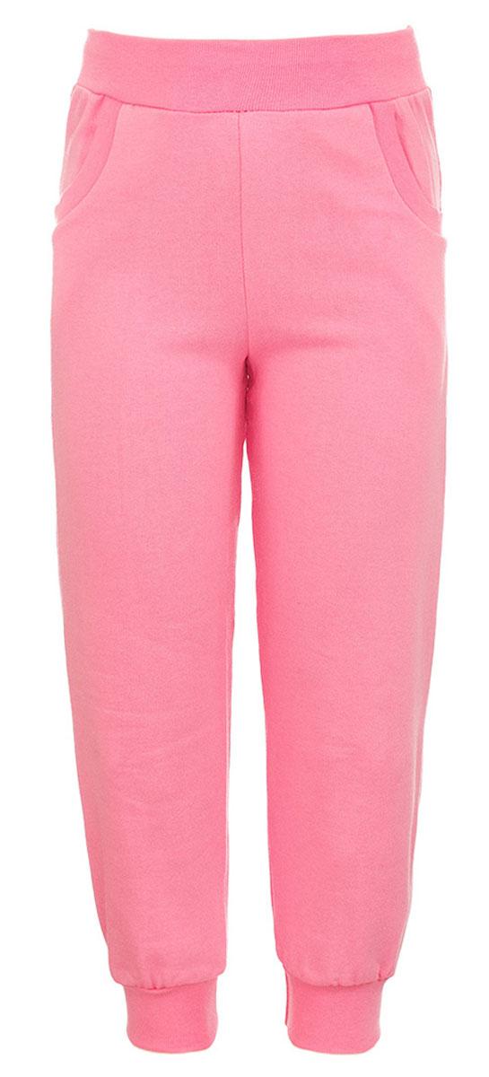 Брюки спортивные для девочки M&D, цвет: светло-розовый. Б1912-56. Размер 74Б1912-56Спортивные брюки для девочки выполнены из натурального хлопка. Брюки на талии имеют широкую эластичную резинку, благодаря чему, они не сдавливают живот ребенка и не сползают. Спереди предусмотрены два втачных кармашка. Низ брючин дополнен эластичными манжетами.