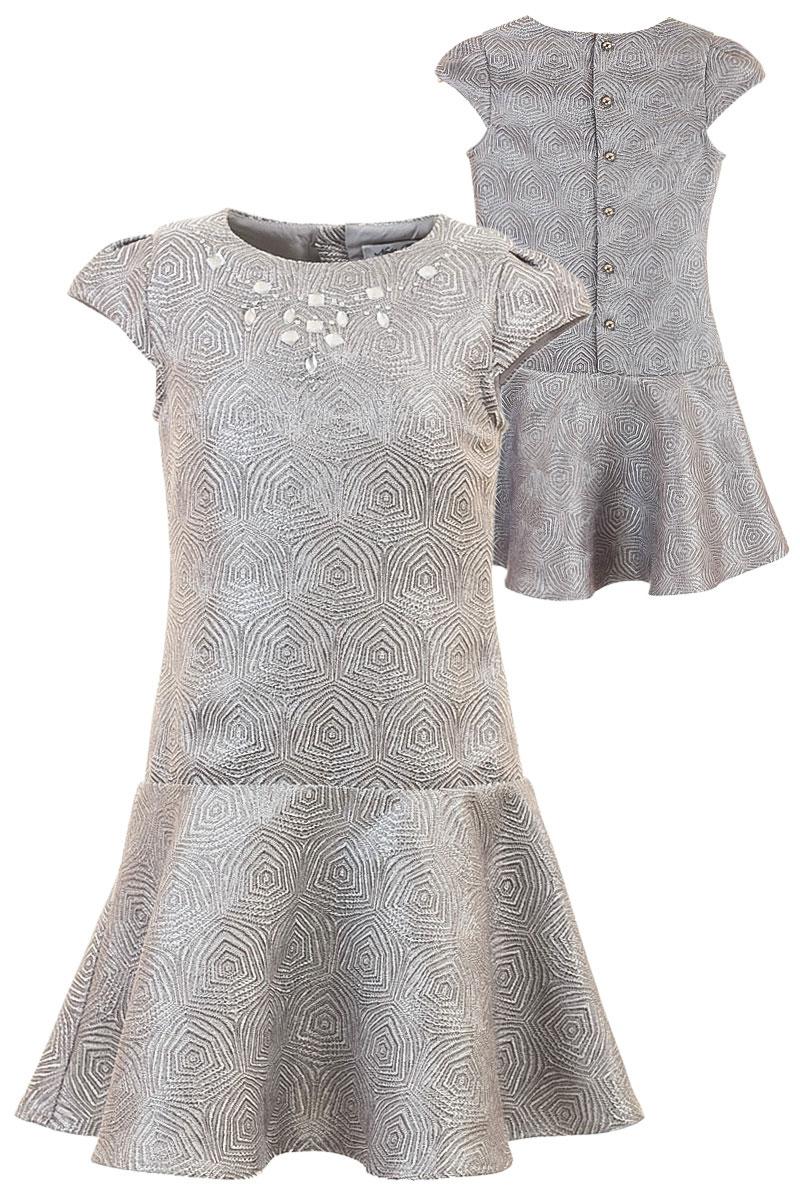 Платье для девочки Nota Bene, цвет: серебряный. ND6403-27. Размер 110ND6403-27Платье Nota Bene выполнено из высококачественного текстурного полиэстера. Модель с круглым вырезом застегивается сзади с помощью пуговиц. Платье оформлено оригинальным принтом и декоративными стразами. Подкладка и подъюбник выполнены из натурального хлопка, комфортного при носке.
