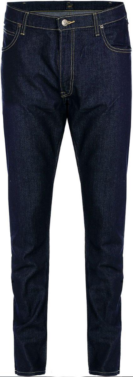 Джинсы мужские Lee Luke, цвет: темно-синий. L719DXFS. Размер 33-34 (48/50-34)L719DXFSМужские джинсы Lee Luke выполнены из высококачественного эластичного хлопка. Джинсы-слим стандартной посадки застегиваются на пуговицу в поясе и ширинку на застежке-молнии, дополнены шлевками для ремня. Джинсы имеют классический пятикарманный крой: спереди модель дополнена двумя втачными карманами и одним маленьким накладным кармашком, а сзади - двумя накладными карманами. Джинсы украшены контрастной отстрочкой.