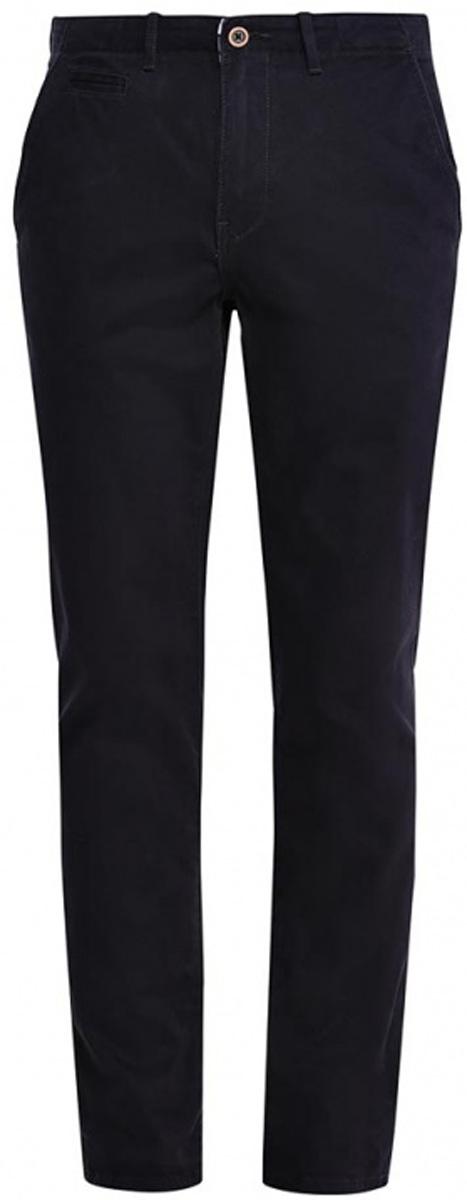 Брюки мужские Wrangler, цвет: темно-синий. W14LCF124. Размер 34-32 (50-32)W14LCF124Мужские брюки-чинос Wrangler прямого кроя и стандартной посадки изготовлены из эластичного хлопка. Брюки застегиваются на ширинку на застежке-молнии и пуговицу на поясе. Изделие оснащено двумя втачными карманами спереди и двумя втачными карманами на пуговицах сзади. Брюки дополнены шлевками для ремня.