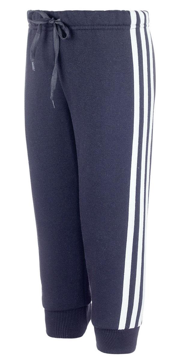 Брюки спортивные детские M&D, цвет: черный. Б1914-21. Размер 92Б1914-21Утепленные спортивные брюки M&D выполнены из хлопка с добавлением полиэстера. Модель на талии имеет широкую эластичную резинку со шнурком. Нижняя часть штанин дополнена трикотажными манжетами. С внутренней стороны брюки имеет мягкий начес.