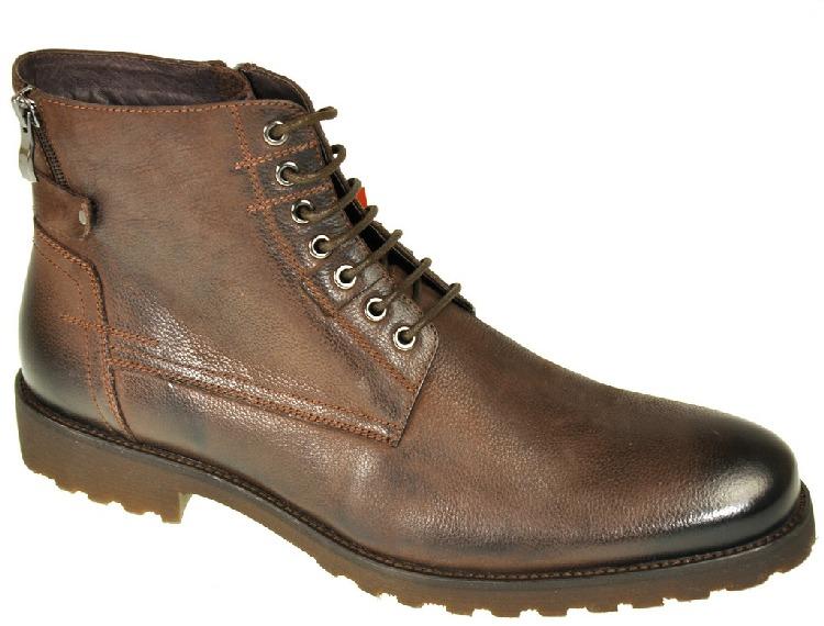 Ботинки мужские Vera Victoria Vito, цвет: темно-коричневый. 9-40081-6. Размер 419-40081-6Модные мужские ботинки Vera Victoria Vito выполнены из натуральной кожи. Подкладка и стелька из натурального меха не дадут ногам замерзнуть. Шнуровка надежно зафиксирует модель на ноге. Боковая застежка-молния позволяет легко снимать и надевать модель. Подошва и каблук дополнены рифлением.