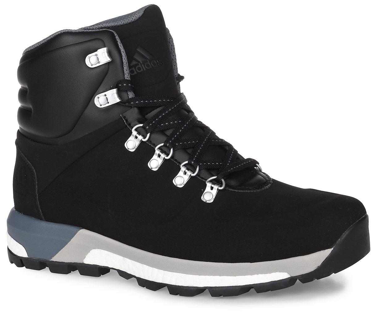 Ботинки мужские adidas CW Pathmaker, цвет: черный. AQ4052. Размер 8,5 (41)AQ4052Модель CW Pathmaker от adidas - урбанистическая версия классических туристических ботинок. Верх выполнен из искусственной кожи. Мужская модель с промежуточной подошвой boost, возвращающей энергию каждого шага, обеспечивает максимальную амортизацию и сохраняет свои свойства даже при сильных перепадах температуры. Удобная текстильная подкладка и высокотехнологичный синтетический наполнитель Primaloft продолжают греть даже во влажном состоянии, дышащая технология Climawarm сохраняет ноги в тепле и сухости. Резиновая подошва Continental обеспечивает отличное сцепление на любой поверхности: от сухого грунта до скользких горных троп. Пяточный каркас из ЭВА и система Pro-Moderator для поддержки средней части стопы и устойчивости. Комфортное литое голенище. Классическая шнуровка, металлические полукольца и крючки для шнуровки надежно зафиксируют модель на ноге.