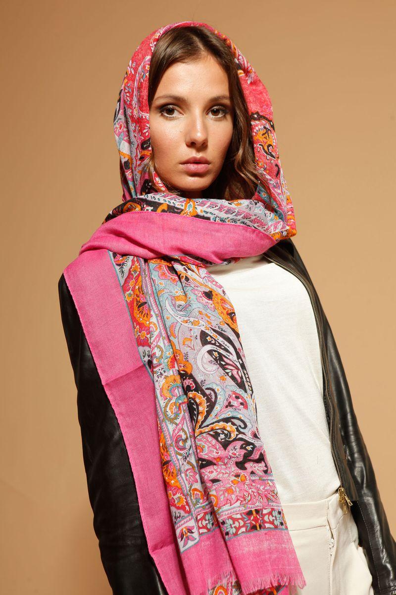Палантин Fiona Fantozzi, цвет: ярко-розовый, оранжевый, черный. MRK-1116-1. Размер 65 см x 170 смMRK-1116-1Стильный женский палантин Fiona Fantozzi станет великолепным завершением любого наряда. Палантин изготовлен из модала с добавлением шерсти и шелка, и оформлен ярким принтом. По краю модель дополнена неширокой бахромой.Изящный палантин поможет вам создать изысканный женственный образ, атакже согреет в непогоду.