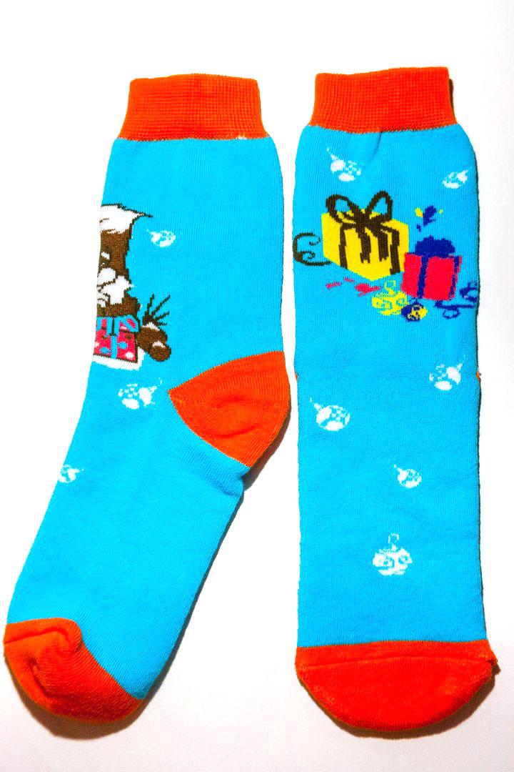 Носки Big Bang Socks Белочка и подарки, цвет: голубой, оранжевый. w4821. Размер 35/39w4821Носки Big Bang Socks Белочка и подарки изготовлены из высококачественного эластичного хлопка с добавлением полиамида. Удлиненные носки имеют эластичную резинку, которая надежно фиксирует носки на ноге. Носки оформлены изображением забавной белочки с подарочной коробкой.