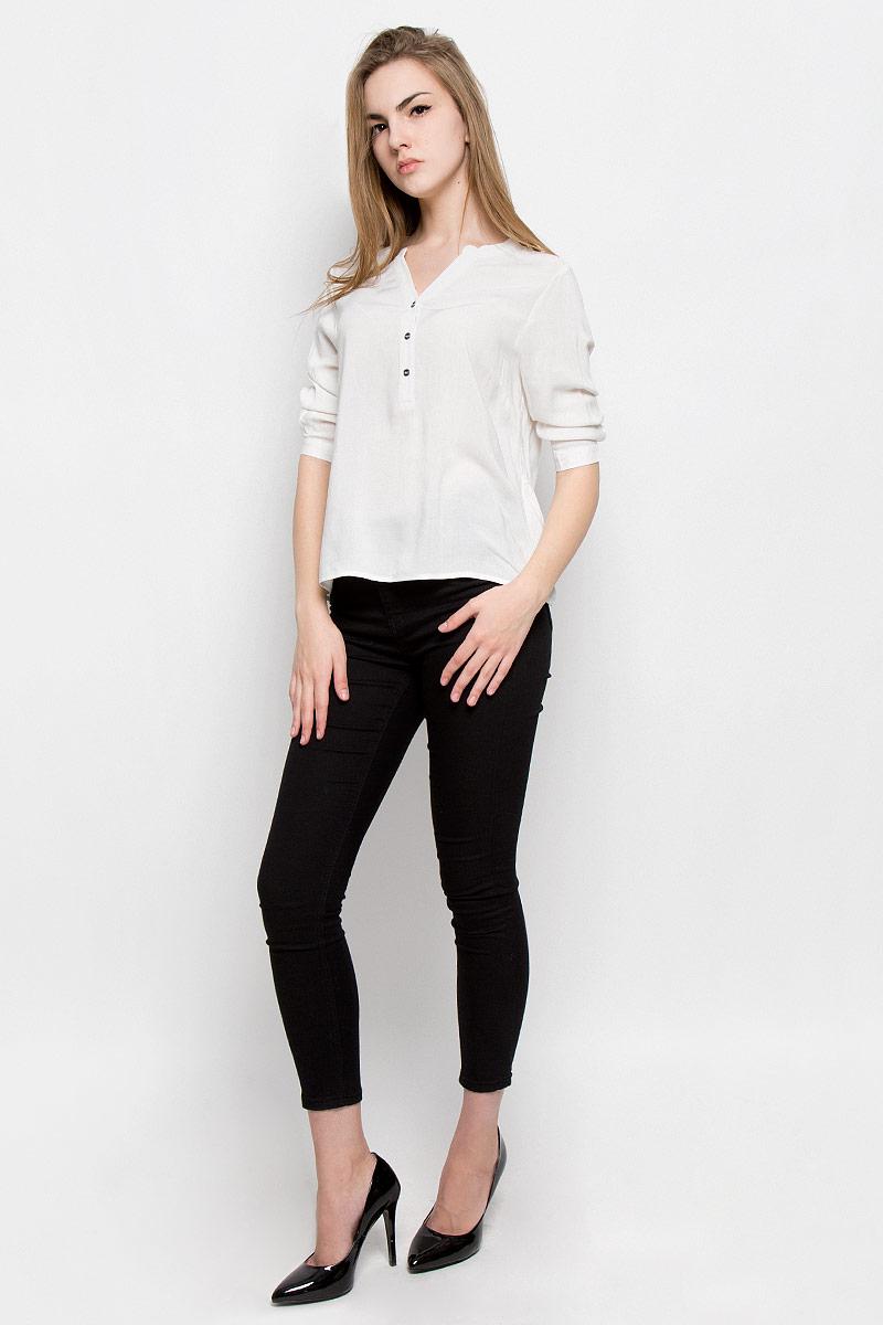 Блузка женская Broadway Saaida, цвет: белый. 10156635_001. Размер L (48)10156635_001Женская блуза Broadway Saaida с рукавами до локтя и V-образным вырезом горловины выполнена из натуральной вискозы. Блузка имеет свободный крой и застегивается сверху на три пуговицы. Манжеты рукавов также застегиваются на пуговицы.