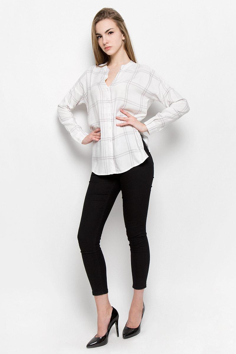 Блузка женская Broadway Treena, цвет: белый. 10156970_001. Размер L (48)10156970_001Женская блуза Broadway Treena с длинными рукавами и V-образным вырезом горловины выполнена из натуральной вискозы. Блузка имеет свободный крой и застегивается на пуговицы на спереди. Манжеты рукавов также застегиваются на пуговицы. Модель оформлена принтом в крупную клетку.