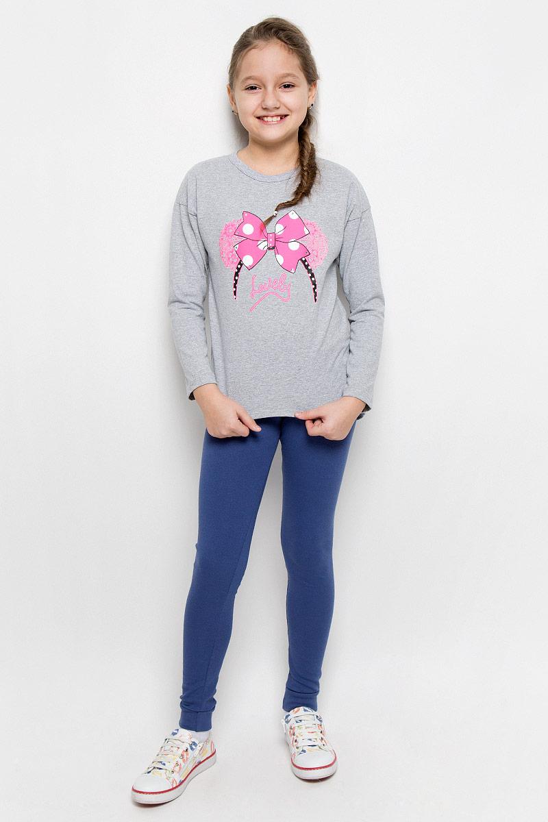 Лонгслив для девочки M&D, цвет: серый меланж, розовый. WJF2600620. Размер 128WJF260062-20Стильный лонгслив M&D с удлиненной спинкой идеально подойдет вашей девочке. Изготовленный из натурального хлопка, он необычайно мягкий и приятный на ощупь. Лонгслив с круглым вырезом горловины и рукавами-кимоно оформлен надписью на английском языке и оригинальным принтом в виде бантика. Принт дополнен стильной выкладкой из блестящих страз. Горловина дополнена трикотажной бейкой.Оригинальный современный дизайн делает эту модель модным и стильным предметом детского гардероба.