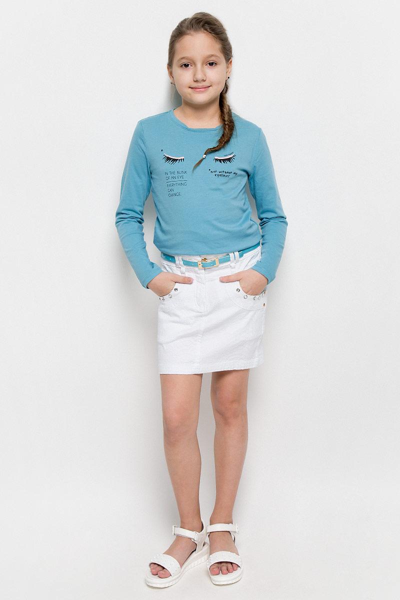 Юбка для девочки Nota Bene, цвет: белый. SS162G403-1. Размер 140SS162G403-1Стильная джинсовая юбка для девочки Nota Bene идеально подойдет вашей принцессе для отдыха и прогулок. Изготовленная из эластичного хлопка, она необычайно мягкая и приятная на ощупь, не сковывает движения и позволяет коже дышать, не раздражает даже самую нежную и чувствительную кожу ребенка, обеспечивая наибольший комфорт. Юбка-мини на талии застегивается на металлическую пуговицу, также имеются шлевки для ремня и ширинка на застежке-молнии. С внутренней стороны пояс регулируется резинкой на пуговице. Модель спереди дополнена двумя втачными карманами и одним накладным кармашком, а сзади - двумя накладными карманами. Оформлена модель оригинальными клепками. В комплект входит ремень с металлической пряжкой.Современный дизайн и модная расцветка делают эту юбку модным и стильным предметом детского гардероба. В ней ваша модница всегда будет в центре внимания!