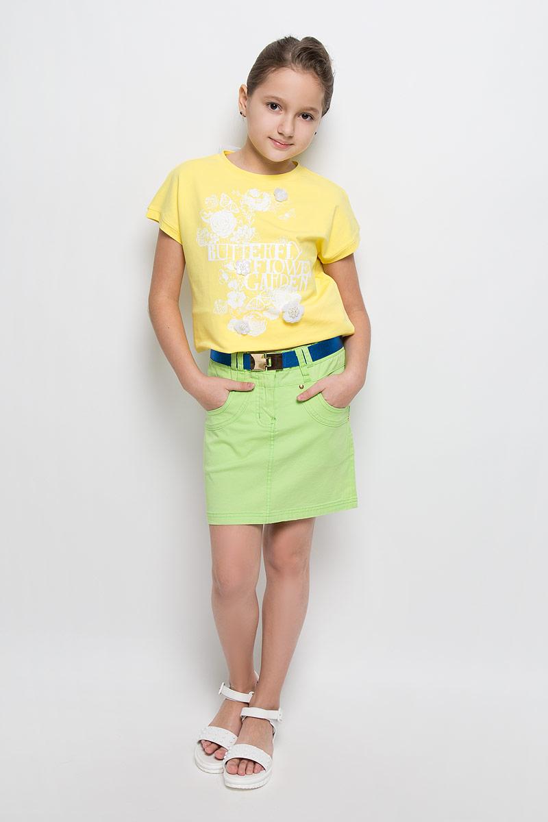 Юбка для девочки Nota Bene, цвет: салатовый. SS162G406-13. Размер 128SS162G406-13Стильная джинсовая юбка для девочки Nota Bene идеально подойдет вашей маленькой принцессе для отдыха и прогулок. Изготовленная из эластичного хлопка, она необычайно мягкая и приятная на ощупь, не сковывает движения малышки и позволяет коже дышать, не раздражает даже самую нежную и чувствительную кожу ребенка, обеспечивая ему наибольший комфорт. Юбка-миди на талии застегивается на металлическую пуговицу, также имеются шлевки для ремня и ширинка на застежке-молнии. С внутренней стороны пояс регулируется резинкой на пуговице. Модель спереди дополнена двумя втачными карманами и одним накладным кармашком, а сзади - двумя накладными карманами. Оформлена модель оригинальными клепками. В комплект входит эластичный ремень с застежкой-крючком.Современный дизайн и модная расцветка делают эту юбку модным и стильным предметом детского гардероба. В ней ваша малышка всегда будет в центре внимания!
