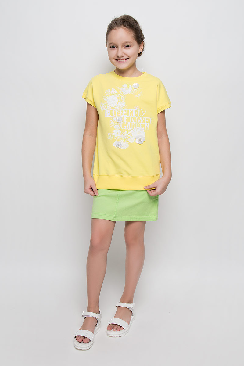 Футболка для девочки Silver Spoon Casual, цвет: желтый. SCFSG-628-25132-500 мод.F6-001. Размер 146SCFSG-628-25132-500 мод.F6-001Футболка для девочки Silver Spoon Casual, выполненная из эластичного хлопка, станет ярким дополнением к детскому гардеробу. Материал изделия очень приятный на ощупь, не сковывает движения ребенка и позволяет коже дышать, обеспечивая комфорт. Лицевая сторона футболки гладкая, изнаночная с маленькими петельками.Футболка с круглым вырезом горловины и короткими рукавами завязывается сзади при помощи лент. Низ модели дополнен широкой трикотажной резинкой. Изделие оформлено цветочным принтом и термоаппликаций в виде надписи с блестящим напылением. Украшена футболка декоративными цветами, выполненными из пайеток и бусин. Стильный дизайн и расцветка делают эту футболку модным предметом детской одежды. В ней ребенок всегда будет в центре внимания!
