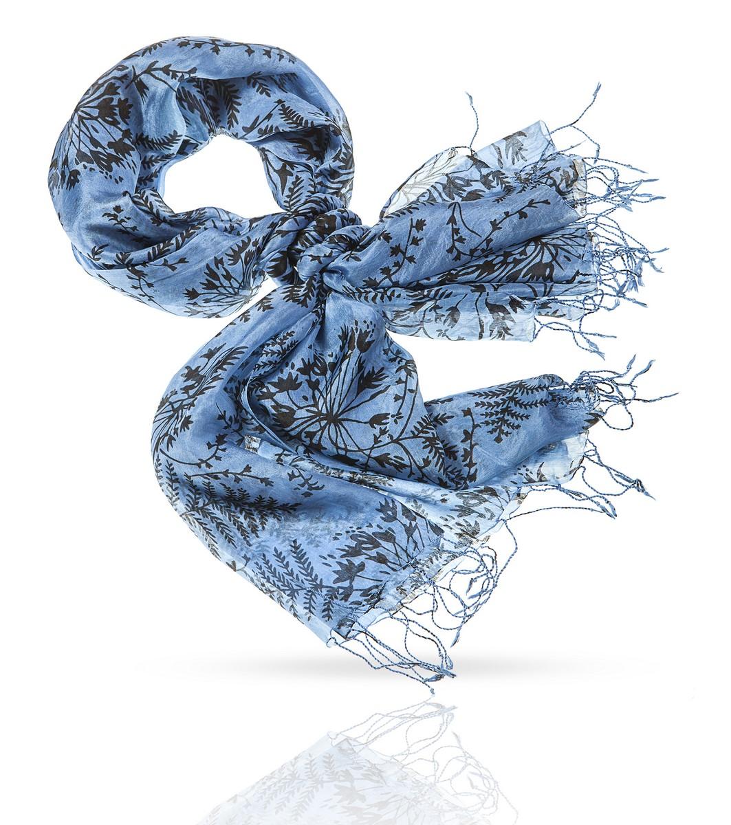 Палантин Michel Katana, цвет: голубой, черный. S-LITTLE.FERN. Размер 110 см х 180 смS-LITTLE.FERN/NAVYПричудливая игра тонких лепестков, ритмичная гармония кружевных листьев, изящные линии и деликатные тона этого палантина - квинтэссенция французского представления о том, каким должен быть идеальный аксессуар для женщины. Преданный слуга вашей красоты. Безупречно нежный и изысканный в каждой детали. Совершенный настолько, что вы можете о нем забыть, но не сможете без него обойтись. Это финальный, самый важный элемент вашего стиля - кусочек пазла, завершающий картину подлинного очарования.