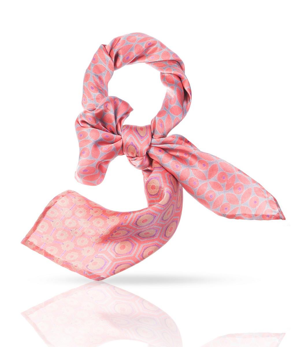 Платок Michel Katana, цвет: розовый. SS.KV-SMALL.FLORE. Размер 54 см х 54 смSS.KV-SMALL.FLORE.PINKНенавязчивый элегантный узор этого шейного платочка из 100% натурального шелка и удачное цветовое решение делают его идеальным дополнением к наряду в романтическом стиле. Он сыграет важную роль и в деловом костюме, ненавязчиво подчеркнув ваш изысканный вкус и внимание к деталям. Этот высококачественный аксессуар, при всей своей невесомости, скажет о своей носительнице многое: это женщина особенная, она умеет выбирать лучшее и уверенно несет свою уникальность.