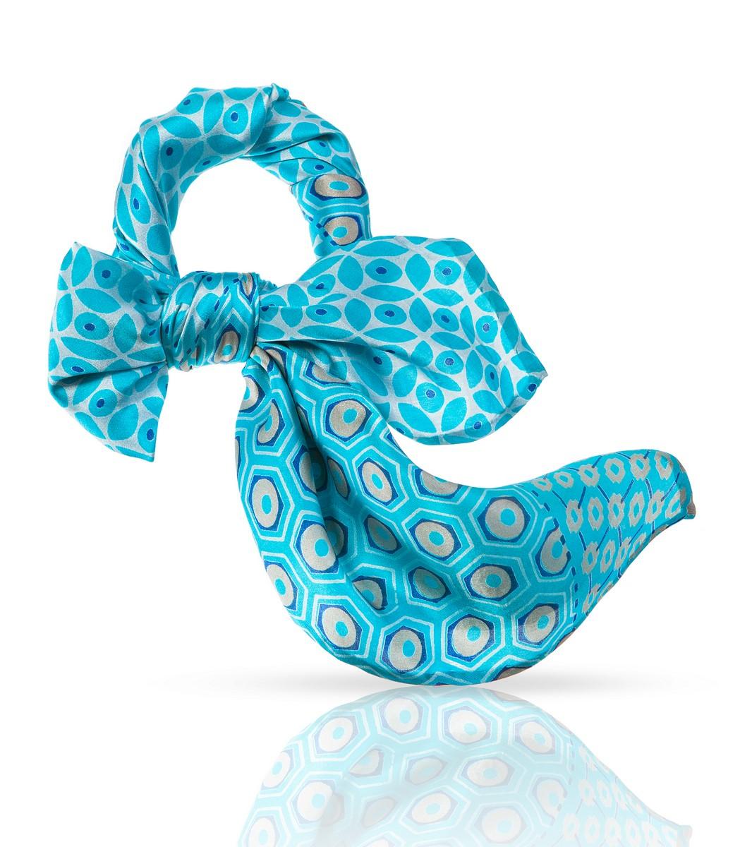 Платок Michel Katana, цвет: бирюзовый. SS.KV-SMALL.FLORE. Размер 54 см х 54 смSS.KV-SMALL.FLORE.TURНенавязчивый элегантный узор этого шейного платочка из 100% натурального шелка и удачное цветовое решение делают его идеальным дополнением к наряду в романтическом стиле. Он сыграет важную роль и в деловом костюме, ненавязчиво подчеркнув ваш изысканный вкус и внимание к деталям. Этот высококачественный аксессуар, при всей своей невесомости, скажет о своей носительнице многое: это женщина особенная, она умеет выбирать лучшее и уверенно несет свою уникальность.