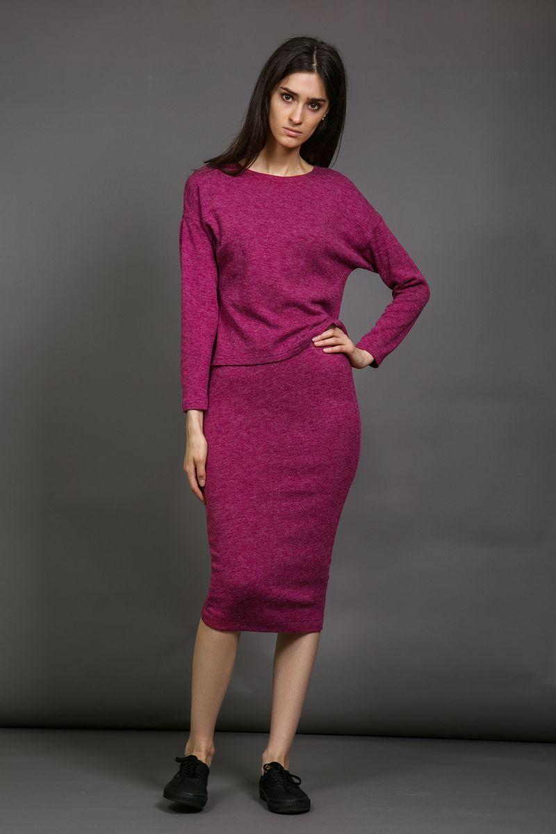 Юбка La Via Estelar, цвет: сиреневый. 90563-2. Размер 4490563Облегающая силуэтная женская юбка La Via Estelar из плотной мягкой ткани имеет скрытую широкую резинку, обеспечивающую удобную носку изделия и фиксацию на талии. За счет длины миди и стилизации идеально подойдет как для делового, так и для повседневного стиля.