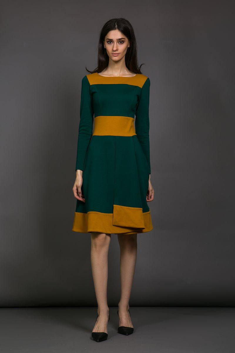 Платье женское La Via Estelar, цвет: зеленый. 14661-2. Размер 4214661-2Стильное комфортное платье приталенного кроя с контрастными цветовыми вставками. Модель с ювелирным вырезом горловины и длинным рукавом. Застежка на молнию сбоку. Отличный вариант для создания яркого и неповторимого образа!