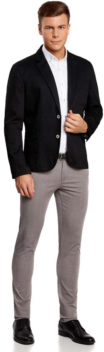 Пиджак мужской oodji Basic, цвет: черный. 2B510004M/17653N/2900N. Размер 54-182 (54-182)2B510004M/17653N/2900NМужской пиджак oodji Basic скроен по классическому силуэту и плотно садится по фигуре. Имеет длинные рукава, воротник с лацканами, карман слева на груди, два кармана по бокам от талии. Застегивается на пуговицы спереди и на манжетах. Сзади имеется две симметричные шлицы. Оформлен заплатками на локтях из искусственной замши.