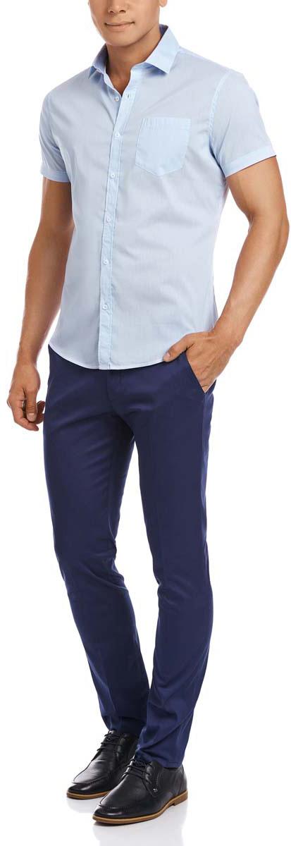 Рубашка мужская oodji, цвет: белый, голубой. 3L210025M/44173N/1070S. Размер 39-182 (46-182)3L210025M/44173N/1070SМужская рубашка oodji выполнена из эластичного хлопка с добавлением полиуретана. Рубашка с короткими рукавами и отложным воротником застегивается на пуговицы спереди. На груди модель дополнена накладным карманом.