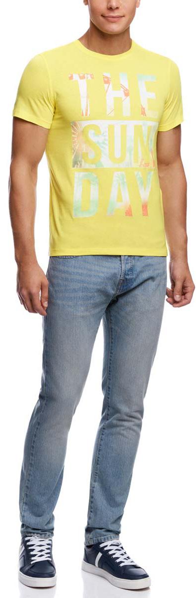 Футболка мужcкая oodji, цвет: желтый. 5L611281M/44135N/5252P. Размер S (46/48)5L611281M/44135N/5252PМужская футболка oodji изготовлена из высококачественного натурального хлопка. Модель с короткими рукавами и круглым вырезом горловины оформлена абстрактным принтом с надписью на английском языке.